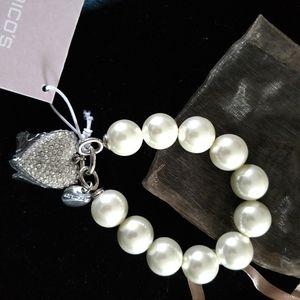 Chicos Chunky Pearl bracelet